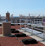 Aluminium guardrail for flat roofs without public access